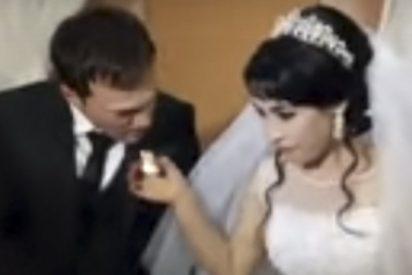 Abofetea sin piedad a su novia en plena boda por una inocente broma de ella