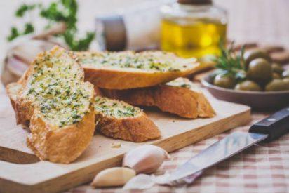 Pan de ajo casero: 2 recetas fáciles 🧄