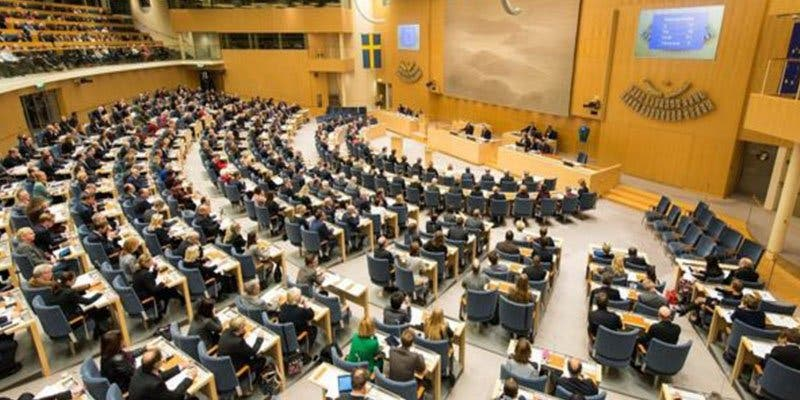 ¿Sabías que en Suecia los parlamentarios no tienen asesores propios y se pagan el café de su bolsillo?