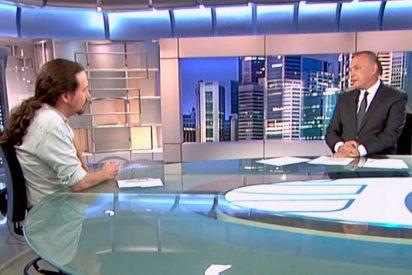 Pedro Piqueras se traga los insultos de Pablo Iglesias a los propietarios de Mediaset