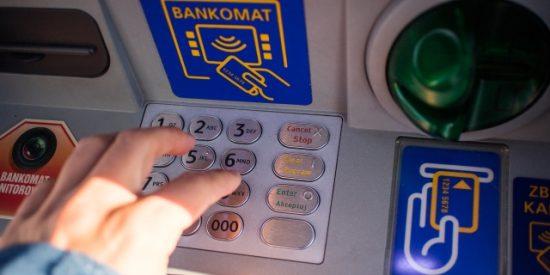 La Policía Nacional aconseja no hacer esto si alguien te obliga a sacar dinero con tu tarjeta