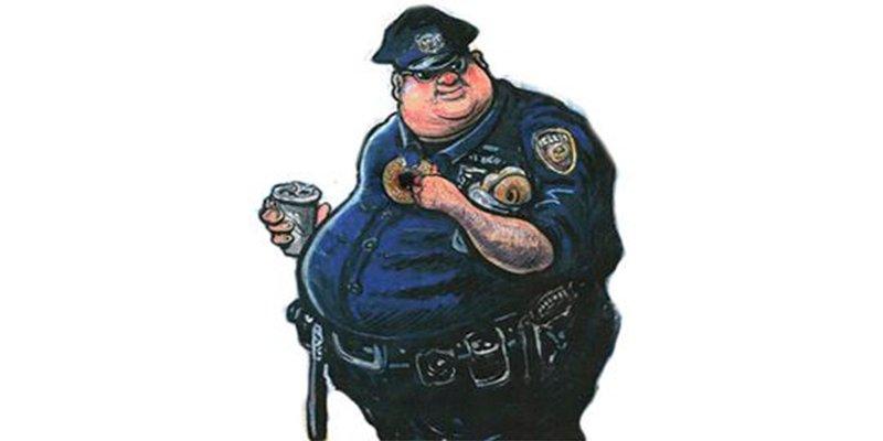 """¡Los policías con sobrepeso a un campamento para """"destruir barrigas""""!"""