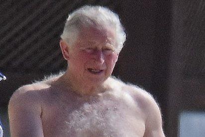 Todo el mundo alucina con el cuerpazo del príncipe Carlos en bañador