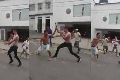 """Vídeo: El brutal asesinato con una puñalada en el pecho a un venezolano en Colombia """"por malapaga"""""""