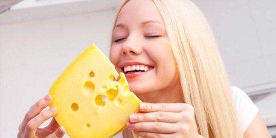 ¿Sabías que comer queso a diario podría protegernos del daño causado por el exceso de sal?