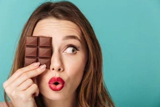 Comer CHOCOLATE tiene muchas ventajas. Sí, ventajas