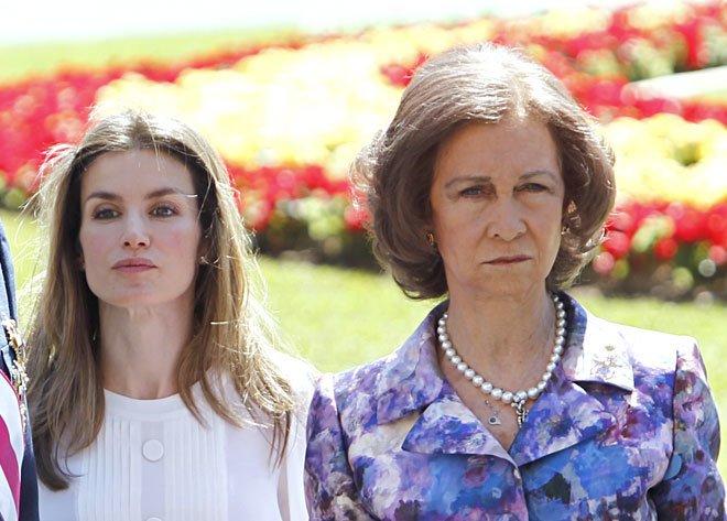 Doña Sofía sacude la Casa Real atacando a la Reina Letizia 'porque va con Podemos'