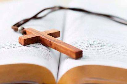Un profesor de Religión se querella contra el director del instituto por 'vetar' la asignatura