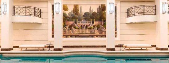 París: Nueve espectaculares piscinas de hoteles para relajarse