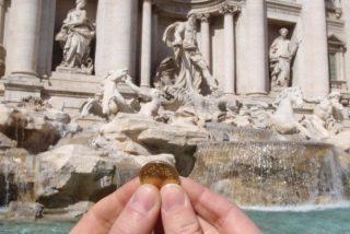 El Ayuntamiento de Roma se la envaina y cede en su disputa con la Iglesia católica por las monedas de la Fontana de Trevi