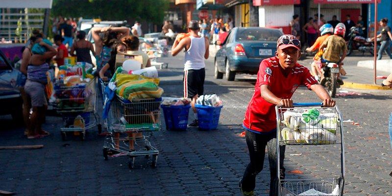 El apagón chavista empobrece aún más a Venezuela: La nación pierde 5 millones de dólares por saqueos