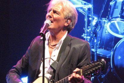 Este cantante argentino se encuentra grave tras caerse del escenario así…