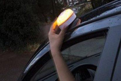 ¿Sabías que tráfico sustituirá los triángulos de emergencia por «sirenas» luminosas en 2025?