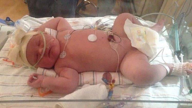 """Pensó que jamás sería madre: Tuvo una """"superbebé"""" de 7 kilos en Nueva York"""