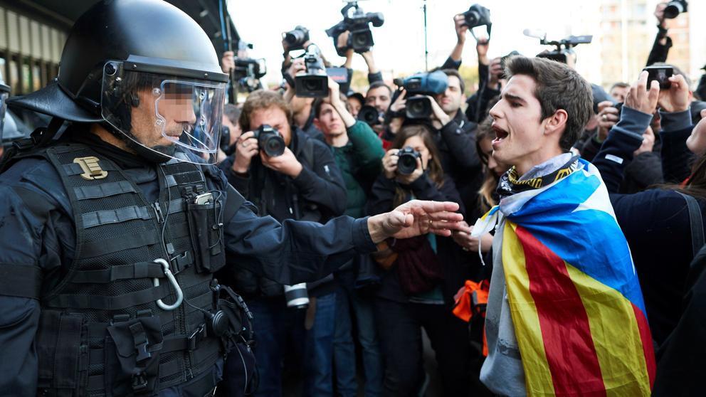 """""""La ruina total de Cataluña por culpa de sus políticos independentistas"""": Los transportistas están perdiendo 25 millones al día por las revueltas"""