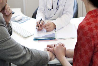 Médico usa su esperma en los tratamientos de inseminación de 50 mujeres