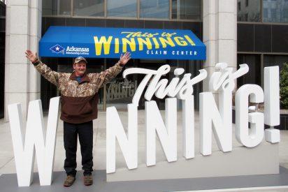 Gasta los últimos 10 dólares de sus ahorros en lotería y... gana 190.000 dólares