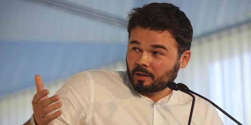 Gabriel Rufián se 'disfraza' de portavoz del PSOE para exigirle a Podemos que renuncie a ministerios y en Twitter se lleva la mundial