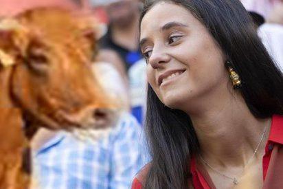 ¡Qué susto!: El momento en el que a Victoria Federica, hija de la infanta Elena, le embiste una vaquilla