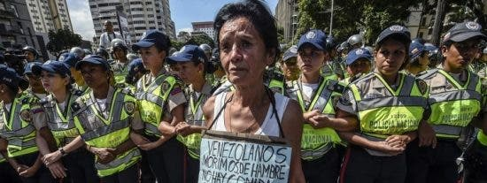Crisis en Venezuela: La moneda se depreció casi el 100% y el salario de 8 millones de ciudadanos está por debajo de la pobreza extrema