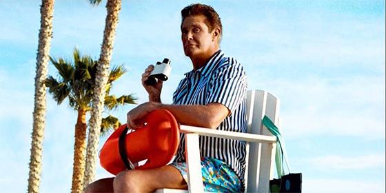 DAVID HASSELHOFF se convierte en el nuevo vigilante de la playa de HAPPY SOCKS