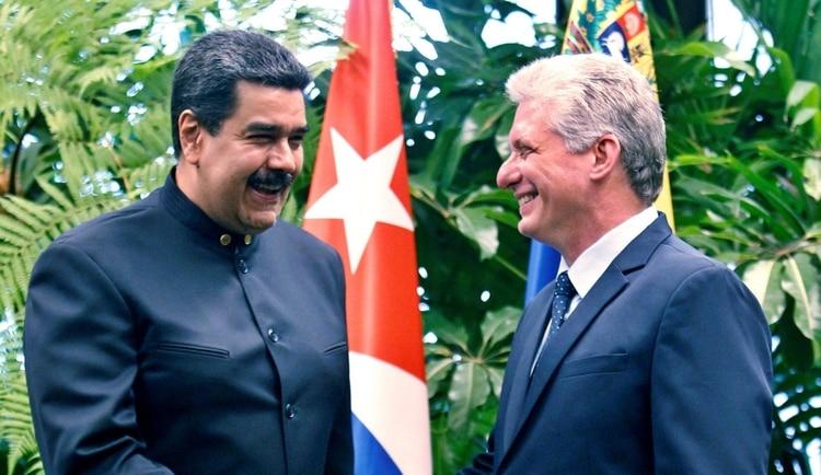 Los tuits que demuestran que Cuba mueve los hilos de la dictadura chavista