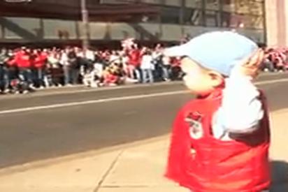 Este bebé causa furor en las redes sociales por su increíble capacidad para 'mover' a las masas
