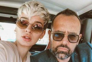 El 'torpe criticaperiodistas' Riso Mejide confunde a su esposa Laura Escanes con otra mujer