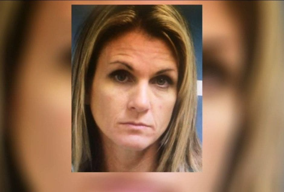 Mujer acosaba y tenía sexo con los novios de sus hijas adolescentes