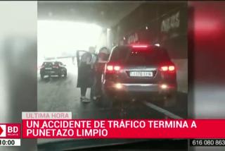 Así agreden brutalmente a un conductor y destrozan su coche en pleno túnel de la M-40
