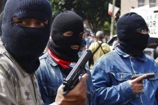 Venezuela: colectivos chavistas disparan y tiran heces a los diputados de Guaidó y a la prensa