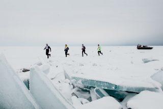 Esta es la maratón sobre el hielo del lago Baikal: una de las carreras más extremas del planeta