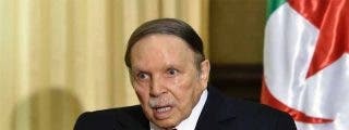 El anciano presidente de Argelia, Abdelaziz Bouteflika, dimite presionando también por el Ejército