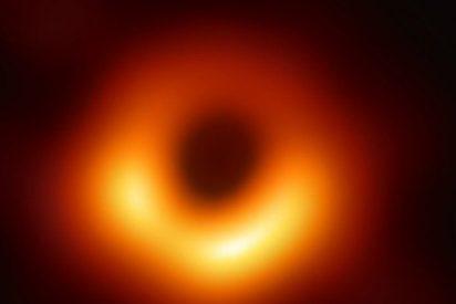 Esta es la primera foto de un agujero negro, captada por el Event Horizon Telescope