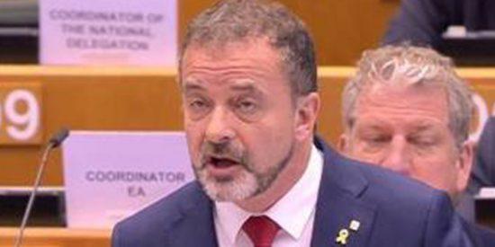 Lección de democracia del vicepresidente de la Comisión Europea al esperpéntico 'ministro' de Torra