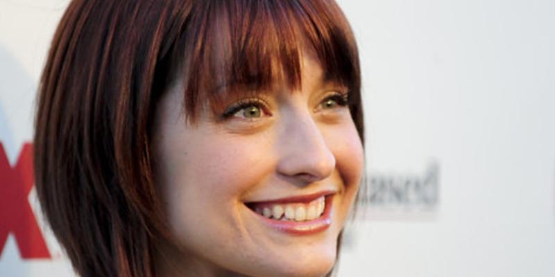 Allison Mack, actriz de la serie Smallville, reconoce que reclutaba a mujeres para la secta Nxivm