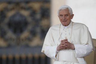 """Cardenal Robert Sarah: """"Debemos agradecer al Papa Emérito Benedicto XVI por tener el coraje de hablar"""""""