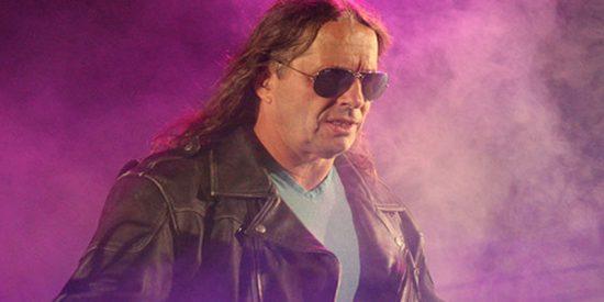 Espectador ataca brutalmente a la leyenda de la lucha libre Bret Hart