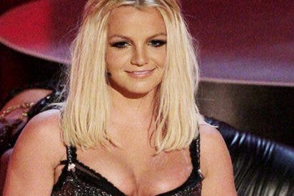 La terrible foto de Britney Spears saliendo del psiquiátrico