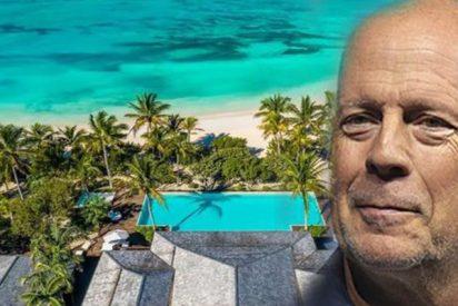Bruce Willis pone en venta su mansión caribeña y su barco pirata