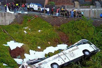 Mueren 30 turistas alemanes al despeñarse un autobús por un barranco en la isla de Madeira