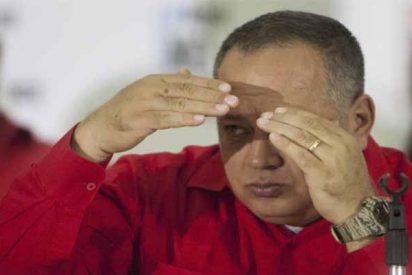 Vídeo: El chavista Diosdado Cabello entrega armas de guerra y entrena a los colectivos asesinos