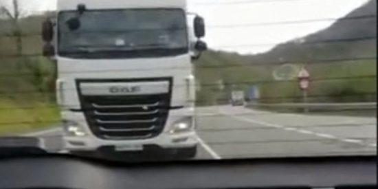 El diablo sobre ruedas: El espanto vivido por una familia acosada por un camionero en la carretera