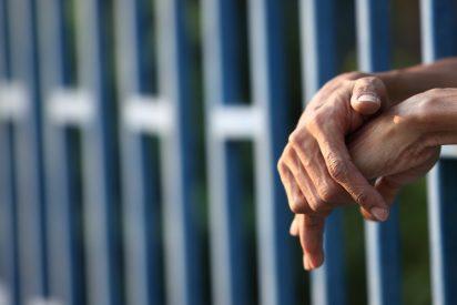 La cárcel tiene que cambiar 600 cerraduras porque un becario subió a redes sociales una foto de la llave maestra