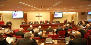 Arcópoli denuncia a los obispos por promover terapias de sanación de la homosexualidad