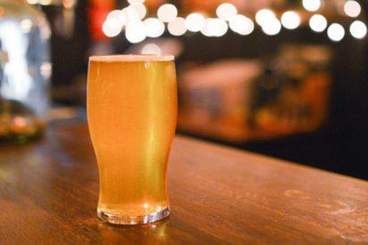 """Un hombre pierde casi 20 kilos y se siente """"como un veinteañero"""" tras consumir solo cerveza durante 45 días"""