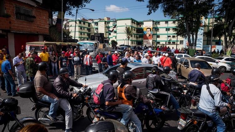 Hordas chavistas asedian la caravana de Juan Guaidó y secuestran al diputado Juan Pablo Guanipa
