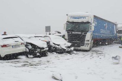Choque en cadena de alrededor de 50 vehículos a la salida de Madrid