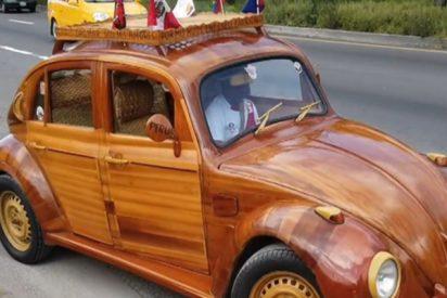 Un padre conduce este coche de madera de Lima a Nueva York para cumplir una promesa a su hija