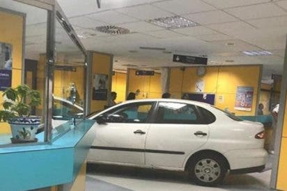 Un hombre empotra su coche contra el mostrador de urgencias de un Hospital en Bilbao tras decirle que su familiar debía esperar
